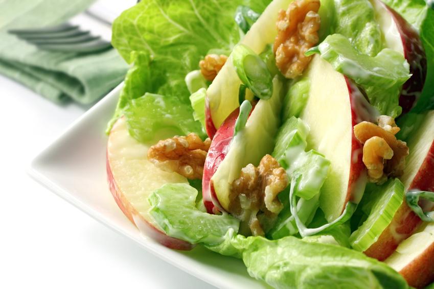 Салат с с яблоком
